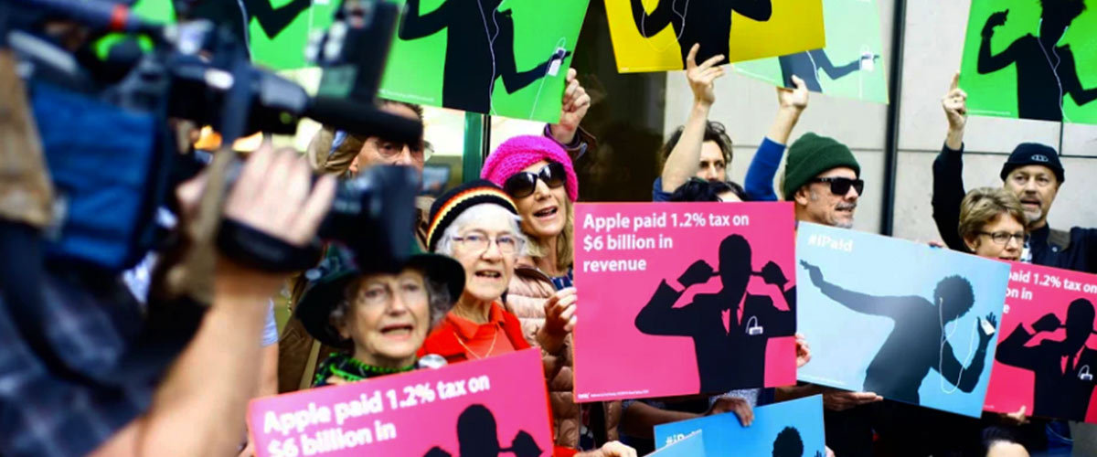 Rally against Apple for evading corporate tax