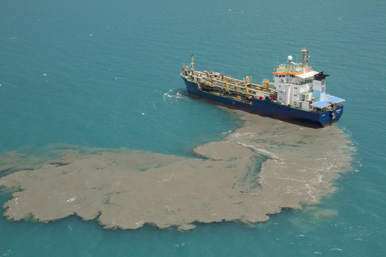 dredging great barrier reef